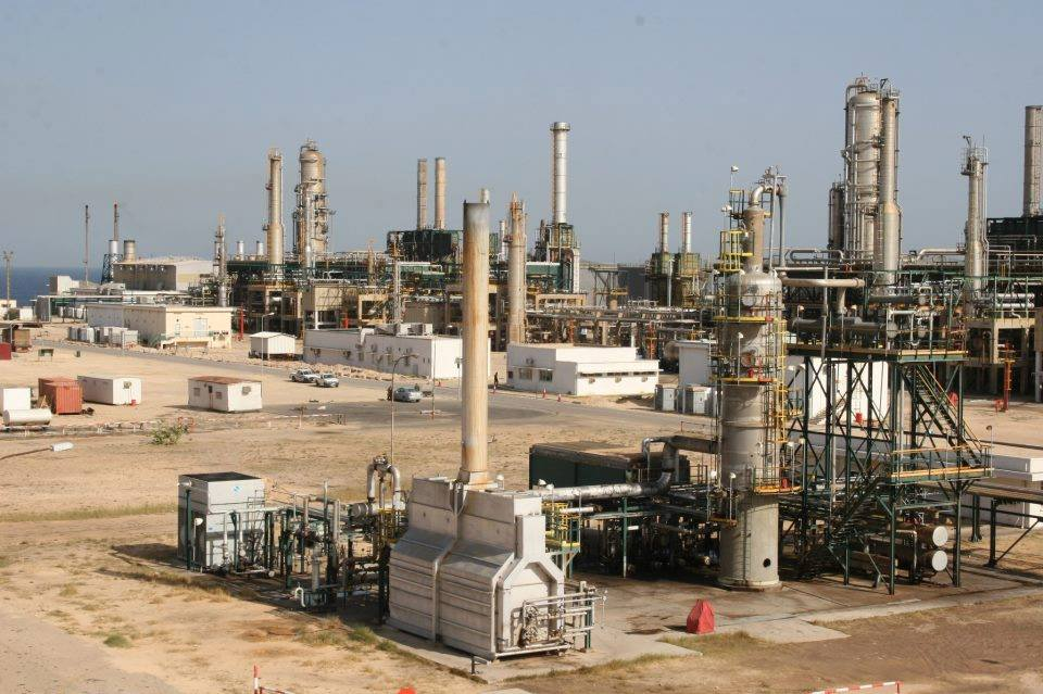 Libya oil output drops by 280 000 bpd as one citizen shuts Sharara