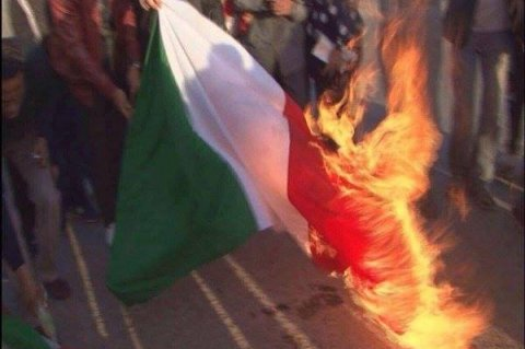 Protesters burn Italy's flag in Benghazi in eastern Libya to condemn what they called the violation of Libya's sovereignty by Italian naval mission in Libya's waters. Photo: Internet