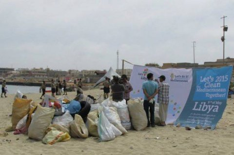"Let's do it Libya"" campaign kicks off in Tripoli to clean up the shores and seabed from illegally dumped solid waste in order to ensure a future clean environment. More than 150 volunteers are taking part. Saturday, May 09, 2015.   Photos: Social Media"