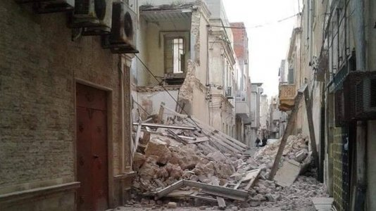 Old building collapses in Central Tripoli