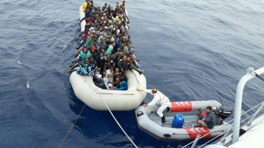 150 migrants caught up in middle of sea, humanitarian organizations confirm
