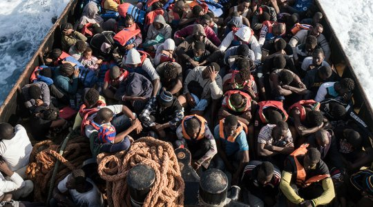 Frontex: Number of migrants arriving in Italy dropped