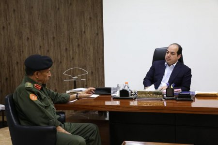 PC vice chairman reviews with military officials situations on the battlefronts